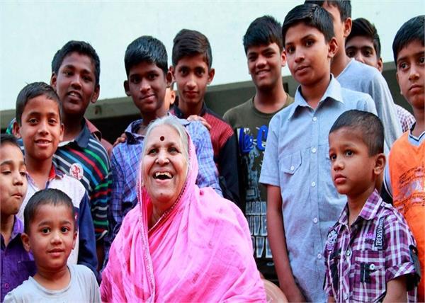 Mother's Day Special: ऐसी माओं की कहानी, जिन्होंने अपनी ममता के आंचल में दी बेसहारा बच्चों को पनाह