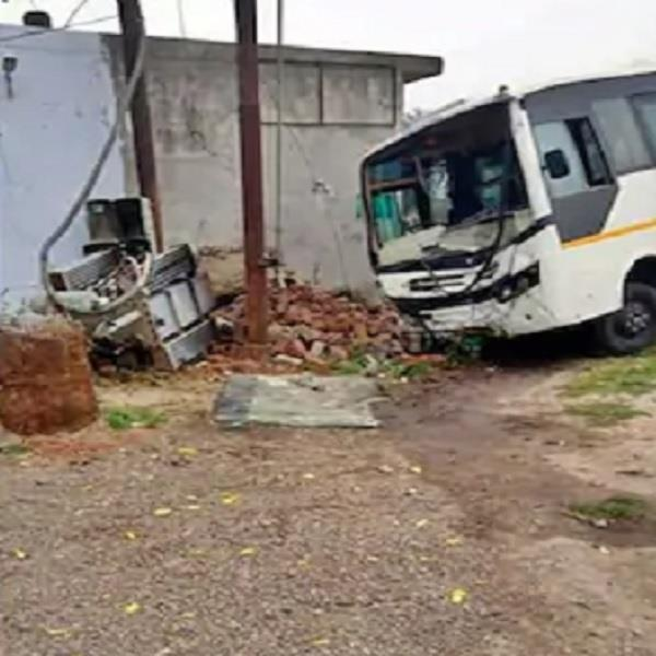 bus collided with transformer 18 students injured