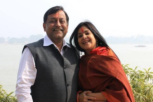 congress leader calls avnish awasthi  bjp s branch boy