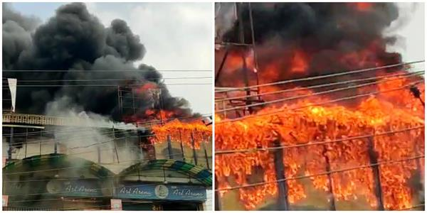 bareilly a huge fire broke out in the showroom burning millions of goods