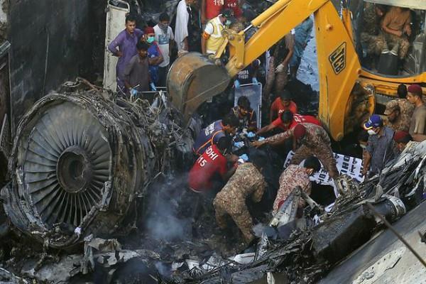 pakistan plane crash  badly burnt bodies dna test will identify