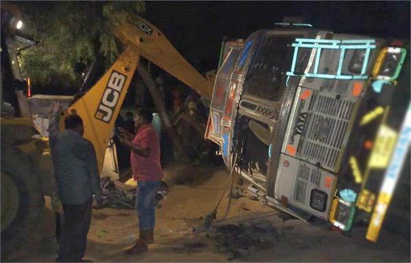 five uttar pradesh workers killed 13 injured after truck overturns