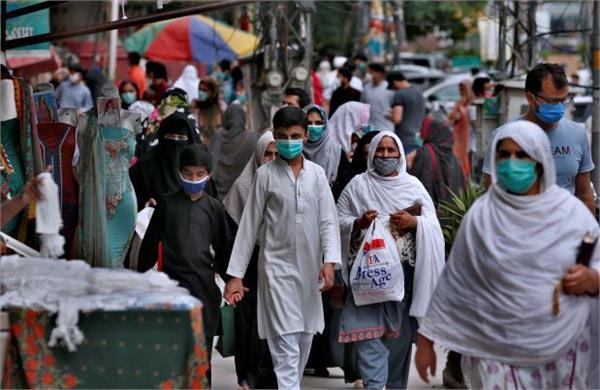 pakistan reports 2 000 new coronavirus cases