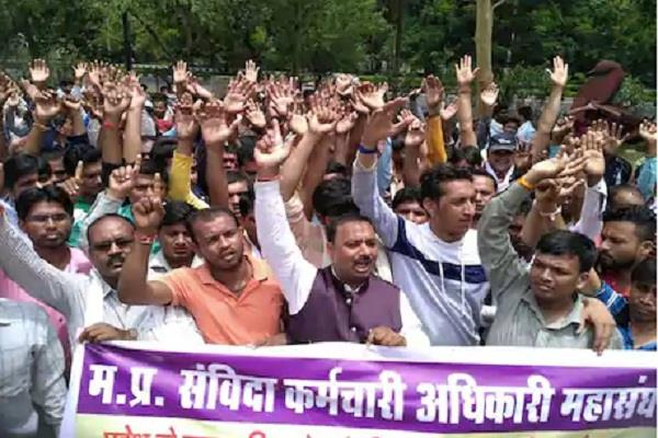 shivraj government removed 400 contract workers in lockdown