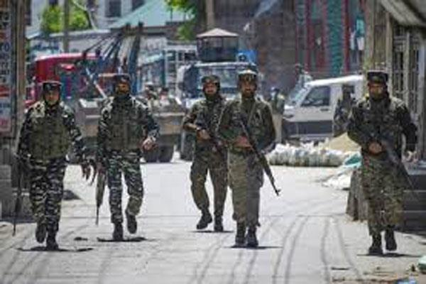 militant attack on security forces in south kashmir 2 jawan injured