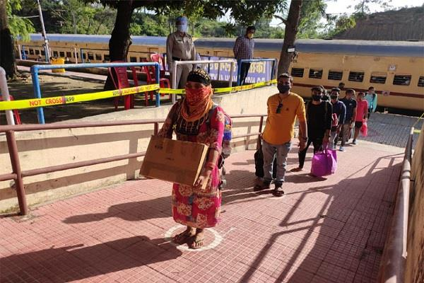 1400 stranded in goa una reached himachali about 4 hours late train