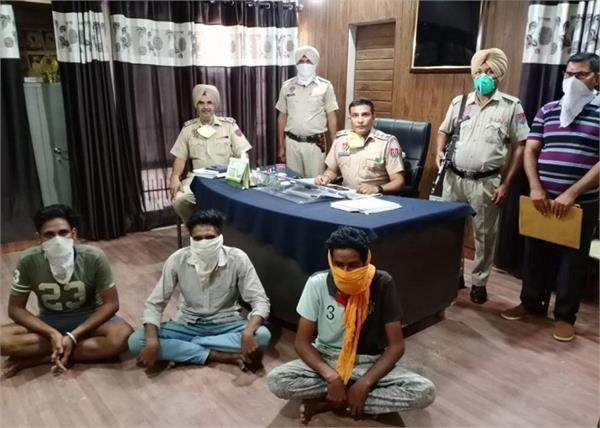 2 robbery criminals arrested 32 bore revolvers also recovered