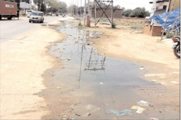 overflow sewerage caused trouble people are afraid of dengue and malaria