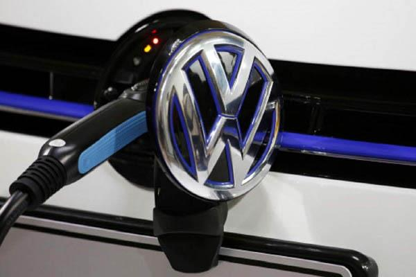 volkswagen will invest  2 2 billion to expand into electric car market in china