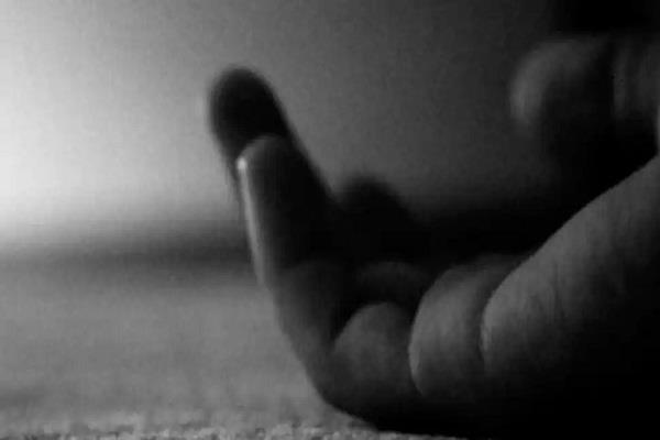 delhi irs officer commits suicide in chanakyapuri