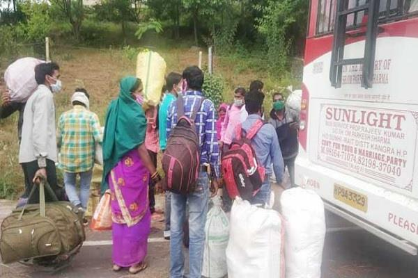 migrant laborers left for pathankot by paying 600 rupees