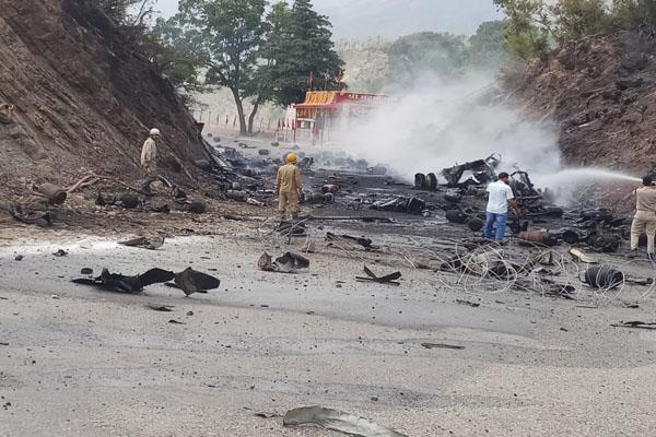 blast in gas cylinder truck on jammu srinagar national highway