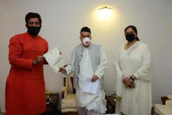 mp ravi kishan discussion with maharashtra governor