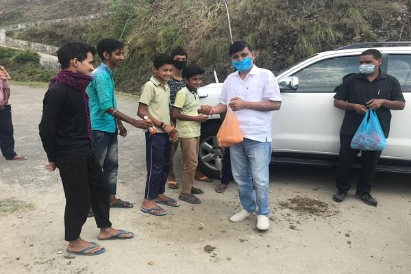 rana continues to distribute juice sanitizer and mask in sujanpur