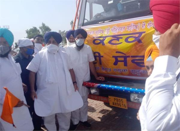 2 trucks of wheat leave for sukhbir badal to darbar sahib