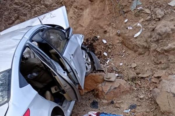 high speed car fell uncontroll seoni distt 4 people dead 1 critical condition