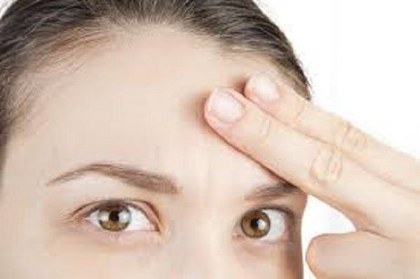Makeup Tip: माथे को छोटा दिखाना चाहती हैं तो काम आएंगे यह ट्रिक्स