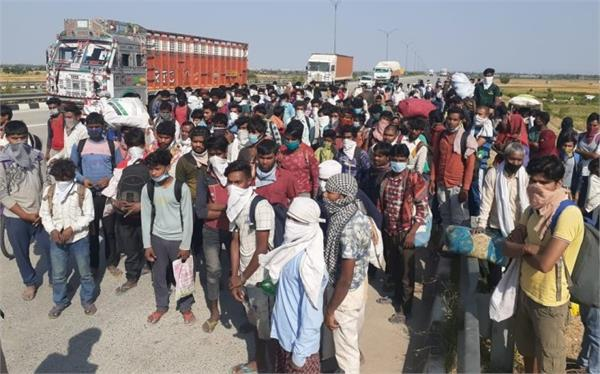 workers stranded on up vihar border create ruckus