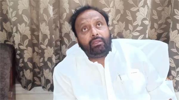 politics fast on buses former minister om prakash singh gave gift of 2 buses