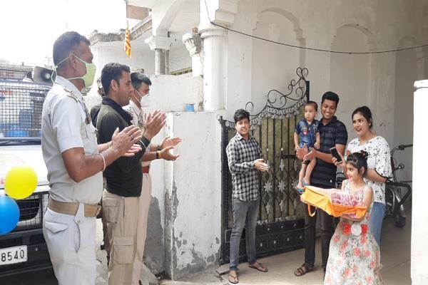 police present cake to baby shanaya in vijaypur