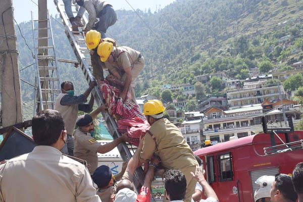 kullu electrical worker scorching condition critical