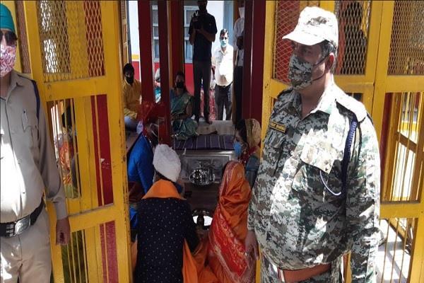 simplified marriage bin band baje gwalior social distanc corona pres police