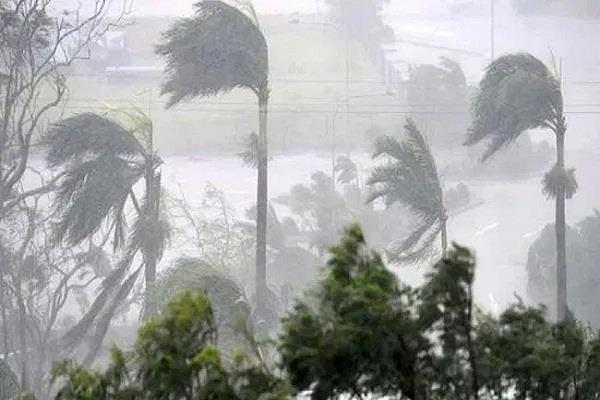 cyclone amfan 240 km in the bay of bengal winds are running at a speed of