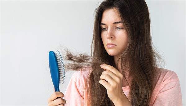 झड़ते बालों से परेशान हैं? तो जान लें ये 6 उपाय
