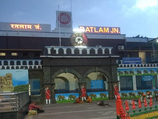 workers of 12 districts including jabalpur datia will reach ratlam on saturday