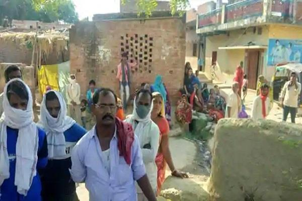 chandauli mother killed by consuming toxic substance with innocent daughter