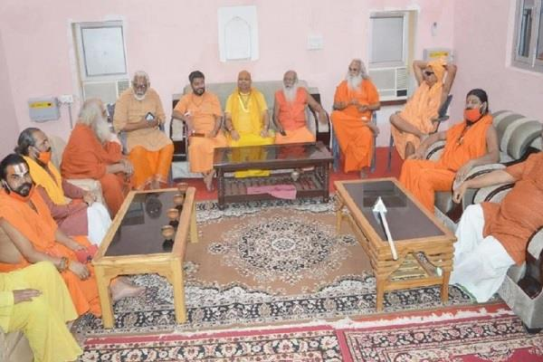 ayodhya angry saints meeting in digambar arena due to lack of place in trust