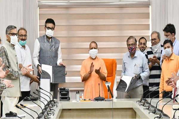 cm yogi signs mou for 11 50 lakh laborers says  now will build new up