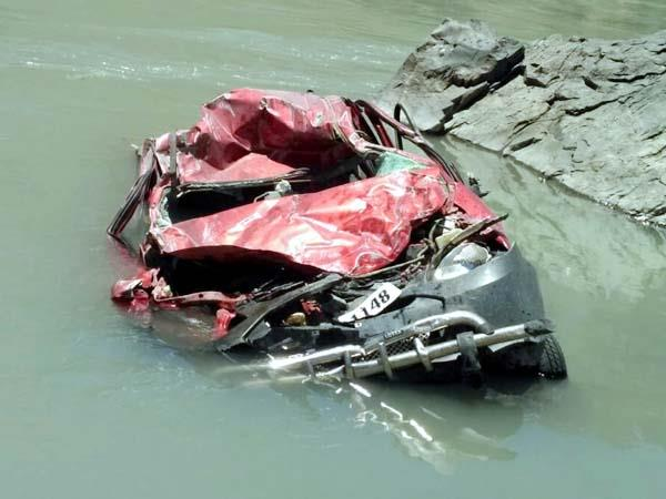 car fell into river driver missing