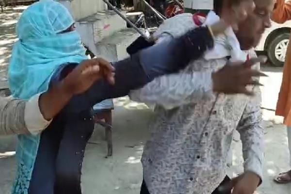 panchayat office women chairman slaps councilors