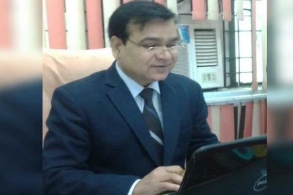 new cmo of agra dr rc pandey took charge gave instructions health team