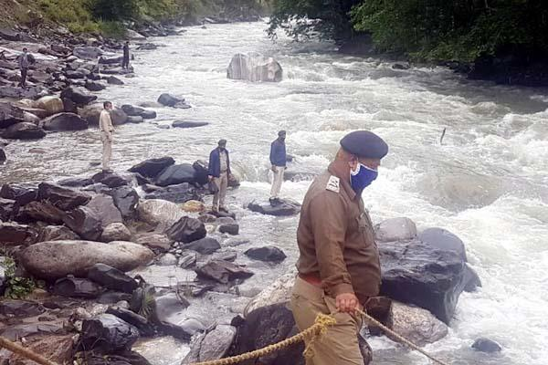 deadbody of missing girl found in river
