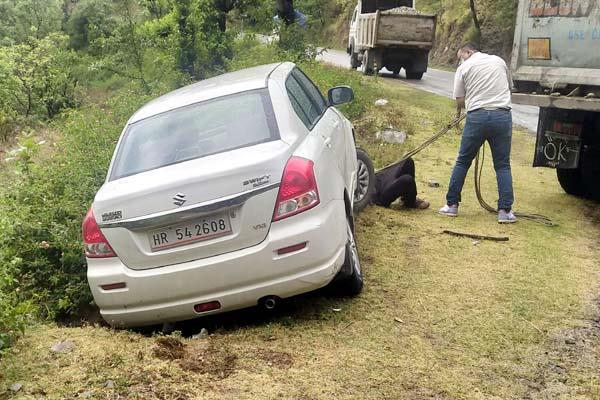 car skid on pathankot chamba nh big accident averted