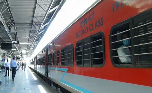 migrant laborers sent home by train