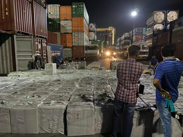 12 crore foreign cigarettes brought from dubai to india