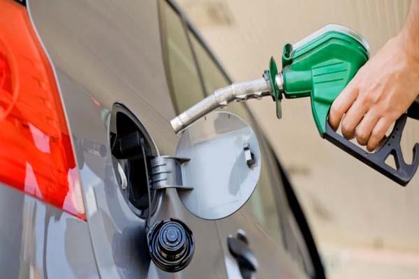 diesel price in delhi at historic high petrol crosses rs 77