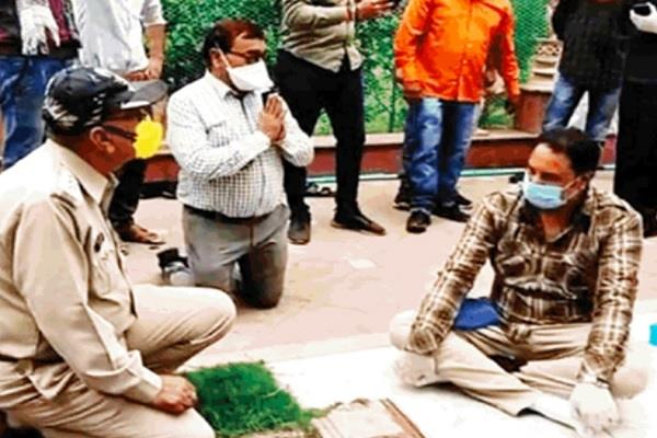 removes sdm and csp kneeling before congress mlas in indore