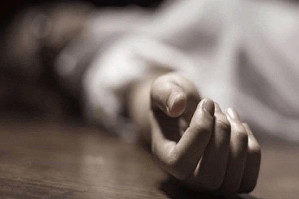 girl commits suicide in clinic