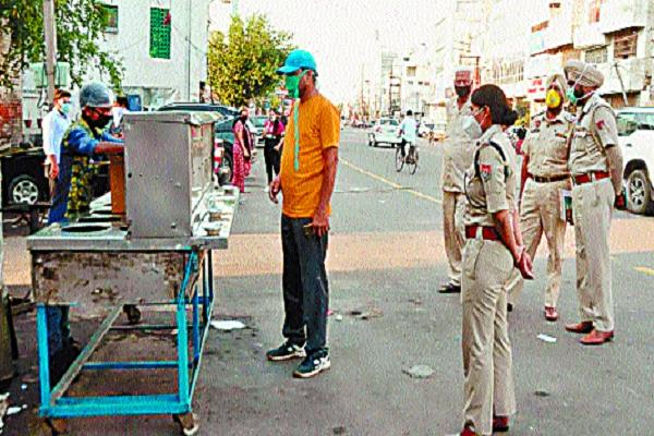 case filed against owner for feeding golgappa to people during lockdown