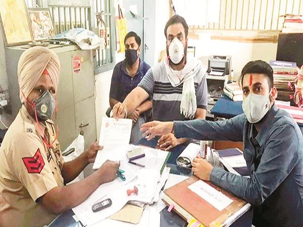threaten calls to shivsena spokesman