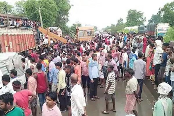eight killed in vehicle collision in gaya