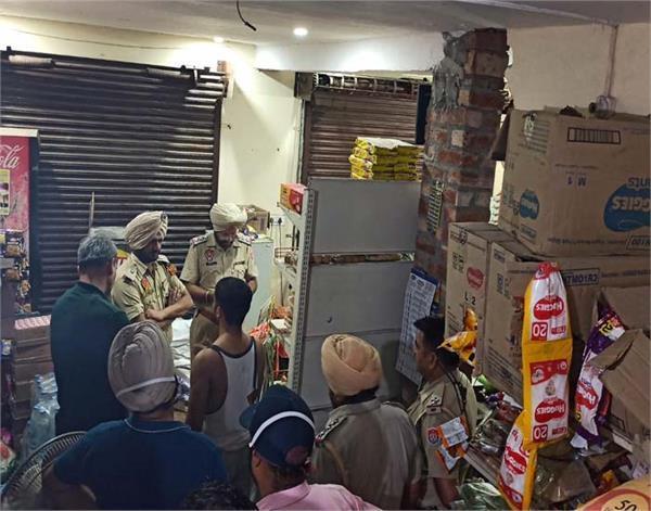 major incident in gurdaspur robbers in police uniform robbed shop