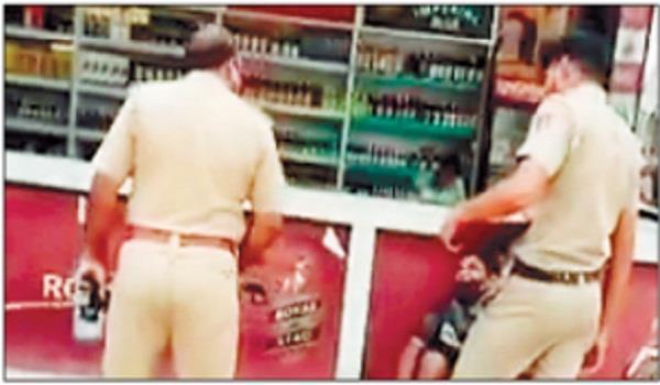police slaps labor for demanding rs 200 more