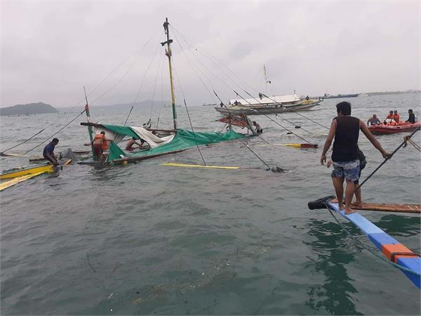 14 filipinos missing from fishing boat after collision at sea