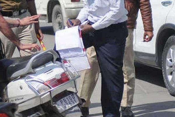 traffic police tighten their grip on those who break traffic rules