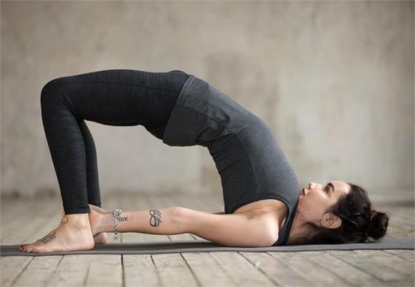 वर्ल्ड योग दिवस 2020: पीठ से लेकर पैरों का दर्द खत्म करेगा यह आसन